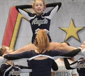 Cheerleadingmeisterschaft mit tollen Leistungen